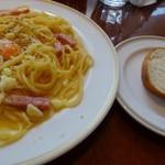 神戸カプチーノ倶楽部  - ◆カルボナーラ・卵のせとパン。