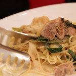 イタリア厨房 ベルパエーゼ - 国産鶏もも肉と下仁田ネギのクリームパスタ。2010年12月撮影。