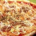 イタリア厨房 ベルパエーゼ - ピザ。トンノ。2010年12月撮影。