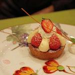 イタリア厨房 ベルパエーゼ - デザートアートがキレイですね。苺のタルト。2010年12月撮影。