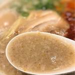 イップウドウ シロマル ベース - ベースのスープは濃厚