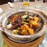龍華楼 - カキと柿の土鍋黒酢炒め?