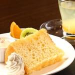 坂乃下珈琲店 - 料理写真:シフォンケーキ(モーニング)