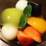 62435036 - (2017年2月 訪問)ライスミルクゼリー、上部。各種フルーツやメロン風味が濃厚なゼリー、白玉や黒蜜ゼリー等々、バラエティ豊か。