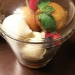 62435042 - (2017年2月 訪問)サバラン、810円。こちらもガラスのグラスに入ってる。帝国ホテルのロゴ入り。