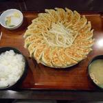 62435367 - 餃子20個1200円と定食セット380円