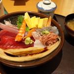 沼津魚がし鮨 - 海鮮満腹丼ランチ