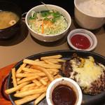 やよい軒 - 4種類のチーズハンバーグ定食