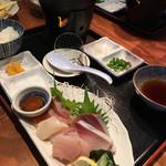 北海道ダイニング 炭火屋 - 湯豆腐と刺し盛りの華御膳