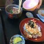 松福 - にかけ天丼1100えん、天ぷらは今一歩…
