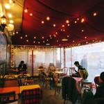 サクラカフェ&レストラン 池袋 - 店内の様子。アジアンな屋台風味。