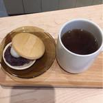 すすむ屋茶店 - くきほうじ茶と最中