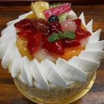 菓樹工房 ユーカリプティース - ちびデコレーション 1,900円(税抜)  4号サイズの小さなケーキです。2〜4名様にぴったり!ふわふわスポンジに生クリームをデコレーションし、旬の季節を可愛く飾りました。