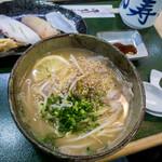 三郎寿司 - 料理写真:「和風ラーメン・すしセット」(800円)。アジゴだしのラーメンとお寿司! なんとも贅沢ゥ~!