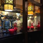 西安刀削麺酒楼 - 立派な厨房