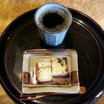 62444307 - 深煎りコーヒーとフルーツケーキのセット