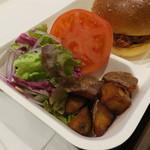 ブーランジェリー アサノヤ / グリパン - ランチAセット:クラシック・バーガー サラダ、ポテト付き3