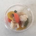 手作りピッツァ・お惣菜ルーティーン - ピクルス、300円です。