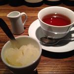 62457978 - 洋梨のグラニテと紅茶