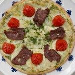 クイーンシーバ エチオピアレストラン - ダチョウのスモークと野菜のピッツァ