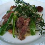 クイーンシーバ エチオピアレストラン - ジルジルティブス  牛肉と野菜の炒めのハーブ添え