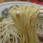 6246761 - 麺は色白でなかなかへこたれないコシのある丸い中細ストレート。