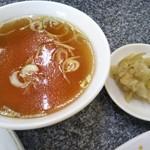 中華料理 利華 - スープとザーサイ(2017年2月8日撮影)
