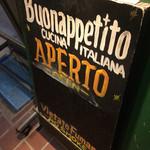 ボナペティート - お上がりよ。イタリアの台所。と書いてある模様。