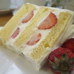 62464925 - いちごのケーキアップ