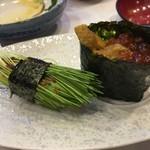 すし処金太郎 - 目葱とイクラ