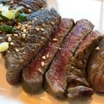 肉八や - レアステーキ