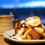 62478102 - フレンチトースト チョコ&バナナ (¥800)、コーヒー (¥530)