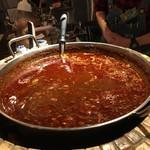イザカヤミドリ - デッカいお鍋でグツグツの…