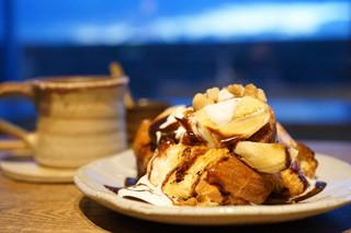 CHICHICAFE - フレンチトースト チョコ&バナナ (¥800)、コーヒー (¥530)