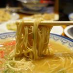元祖赤のれん 節ちゃんラーメン - 麺は東京の赤のれんに似てる?