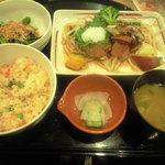 ガスト - 鶏生姜ご飯と季節野菜のおろしビーフ和膳焼き舞茸添え 943円