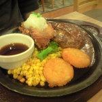 ガスト - ハンバーグ&若鶏の竜田揚げ 628円