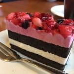 シャンブル - いちごとブルーベリーのケーキ