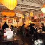 路地裏のタイ料理とお酒 バナナ食堂 - 内観