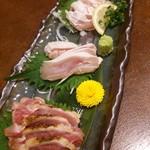 山梨まるごと市場 幸修 - 甲州地鶏のタタキ850円 モモ肉、胸、ササミ