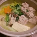 山梨まるごと市場 幸修 - 信玄鶏の白湯つみれ鍋 900円