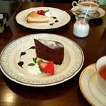 カフェ ラバーズリープ - ベイクドチーズケーキとバナナとチョコのケーキ