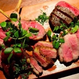 お肉にこだわり本格BBQ料理からステーキまで幅広いメニュー