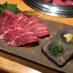 吟味屋 - ほほ肉のお刺身 850円
