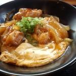 62489586 - 親子丼(ハーフ:400円)炙った香ばしさとプリプリの食感が楽しめます