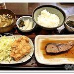 62493794 - ぶり煮付とおろしチキンかつ(日替定食)