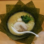 62494390 - ラーメン650円麺硬め。海苔増し100円。