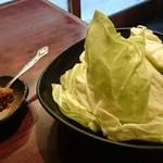 焼肉TABLEさんたま - バリキャベ 味噌にお肉が入っててキャベツとの相性◎ キャベツがやたらでかい(笑)