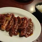 焼肉TABLEさんたま - 牛ハラミ&大根酢 大根巻いて食べるとさっぱりしてうま~い! 大根酢だけでもつまみになりますよ♡