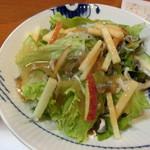 割烹 味香佐 - ②サラダ『ふぐ皮とりんごのサラダ』